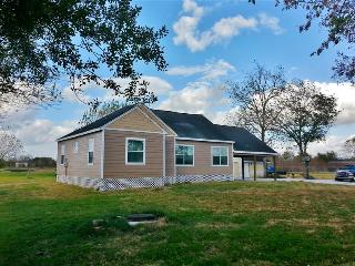 Nice 2BR Texas Country Home on 4 Acres w/Deck & Great Views - Wonderful Farm-like Setting Just Outside Pearland w/Easy Access to Galveston, Houston & Kemah!