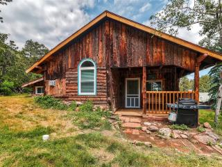 'Starry Nights' Rustic 3BR Green Mountain Falls Cabin w/Wifi, Large Kitchen & Beautiful Mountain Views - Close Proximity to Pikes Peak, CO Springs & Outdoor Activities!