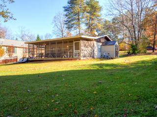New Listing! Quiet 2BR Waterfront Cumming Cottage on Lake Lanier w/Wifi, Private Boat Dock & Large Screened-In Patio - Paddleboat & 2 Kayaks Provided! Near Swimming & Fishing