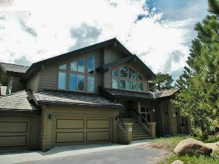 Expansive 3BR Red Feather Lakes Condo w/Fireplace & Clubhouse Access - Situated on a Golf Course, Steps From Hiking, Cross Country Skiing & More!