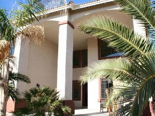 Beautiful 4000 ft2, Upscale Home with Heated Pool, Surprise