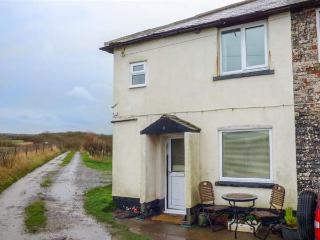 COASTGUARD COTTAGE traditional, sea and coontryside views, garden, beach, pet friendly in Saltburn-by-the Sea Ref 929674, Saltburn-by-the-Sea