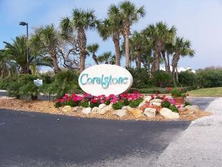 Luxury one bedroom, walk to Beach, drive to Disney, Vero Beach