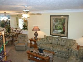 Luxurious 2 Bedroom Condo with Heated Pool, Panama City Beach