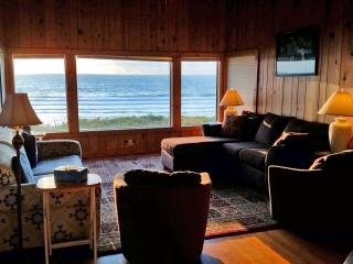 Oceanfront Vacation Home Lincoln City