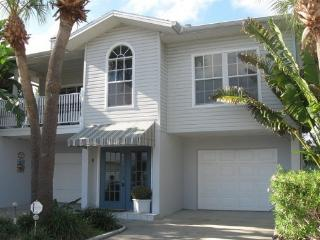 4 Bed House in St Pete's Beach with private pool, St. Petersburg