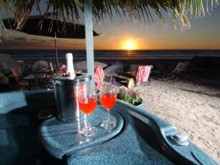 Charming & Romantic Beach Front Getaway - P9201-0, Oceanside