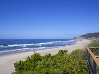 Spectacular Oceanfront Four Bedroom, Lincoln City