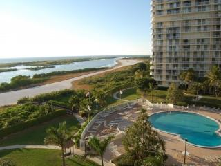 Beachfront Condo with Breathtaking Views (Wi-Fi), Marco Island