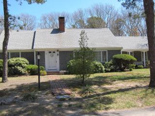 Perfect family getaway home..moments to the beach!, South Yarmouth