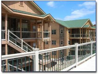 WELL DECORATED, WALK IN, 2 BEDROOM CONDO, Branson