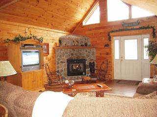 Luxury Cabin 'Emerald Ridge' with free Wi-Fi, Pigeon Forge