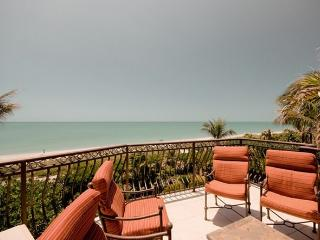 Gulf Front Dream Home! Golf Cart & Bicycle options, Captiva Island
