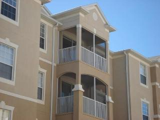 Inexpensive 3 Bedroom Windsor Hills Condo with Hot Tub and Sauna, Kissimmee