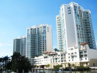 ST. TROPEZ WATERFRONT LUXURY | 3 BD AP SUNNY ISLES, Sunny Isles Beach