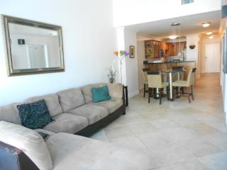 Two bedroom condo/Ocean front property, Miami
