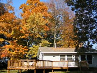 Peaceful and Beautiful, Summer or Fall retreat, Montague