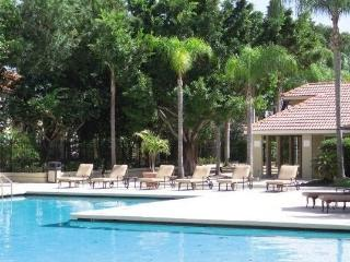 2 BR/2 BA Tropical Condo Minutes from Siesta Key, Sarasota