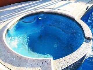 DELUXE ANAHEIM VACATION HOME - HEATED POOL & SPA, Anaheim