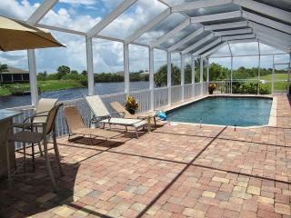 Waterfront Heated Pool Sleeps 8  at Villa  Tranquilla, Cape Coral