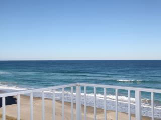 BEST CORNER VIEW ON THE BEACH, NEWLY REDESIGNED, Hutchinson Island