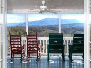 4 B/R, 4 bath, private heated pool, great views, Pigeon Forge