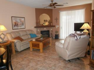 Luxuriously Furnished Townhome Awaits You!, Green Valley