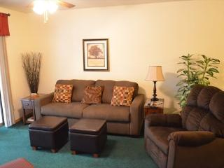Lakefront Condo- 3 night stays-Onsite Marina, Hollister