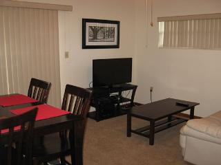 Quiet One Bedroom with Pvt Patio, Gainesville