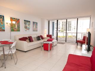 Artistic modern 1 bedroom condo, sleeps 5, Miami