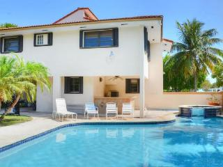 Beautiful 5 Bedroom Beach Housew/ In Ground Pool, Tavernier