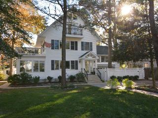 Affordable 8BR Home JUST 1.5 Blocks to the Beach!, Rehoboth Beach