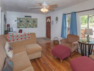 Country Cottage in Convenient Location!, Mariposa