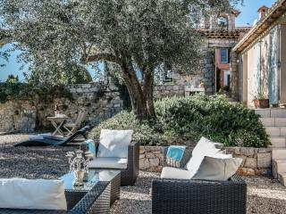 Villa Agapanthe Apartment - 2 beds with fab views!, Grasse