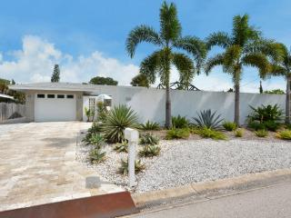 PRISTINE SIESTA KEY VILLAGE HOME, Siesta Key