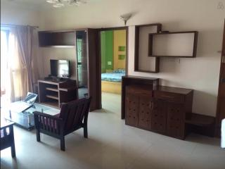 Giving out 1 room in a 3BHK Apt. Opp Starbucks, Bengaluru (Bangalore)