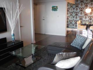 Luxury 2Bed 2Bath LakeView DTown, Toronto