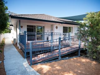 The White House - spacious 2 bedroom apartment, Canberra