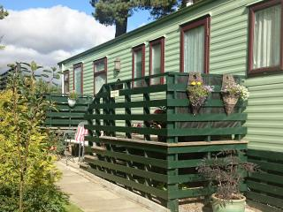 'The Swallows' Caravan/Mobile Home with 3 bedrooms, Blair Atholl