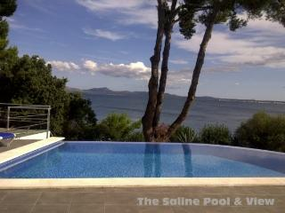 Superb Villa beach front with direct access to sea, Port d'Alcudia