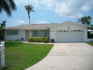 Cute waterfront home with pool., Cape Coral
