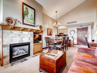 Open-concept unit with a blend of classic mountain architecture & modern style. Condo features 2 bedrooms & 2 bathrooms at the base of Canyons Resort.