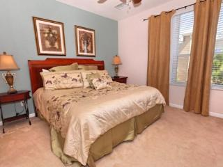 Bayshore Beauty 3 bedroom 3.5 bath town home at the Vista Cay Resort. Your home away from home.