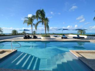 New on Market! Pool-side Studio - Exquisite Views, Turtle Cove