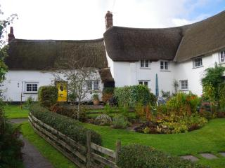 Thatched Devon Cottage in Historic Village Setting, Okehampton