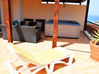 A Spacious 4 Bedroom Townhouse with Jacuzzi, Los Cristianos