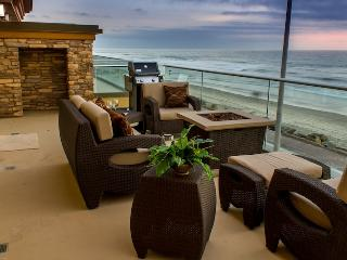 Luxury Beachfront Rental, Oceanfront with Air Con, Oceanside