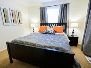 Clean and Comfy Apartment w/ WiFi, Netflix, Keyless Entry. Minutes from Downtown, Salt Lake City