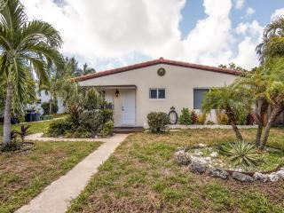 New Listing! Quaint Pompano Beach Studio w/Wifi & Expansive Yard - Quiet Location, Just Steps From the Ocean & 4 Miles to Fort Lauderdale!