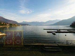 Lakefront Palace with garden and boat facilities, Lenno